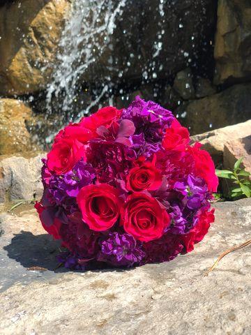 red-purple-wedding-bouquet-minnesota-minneapolis